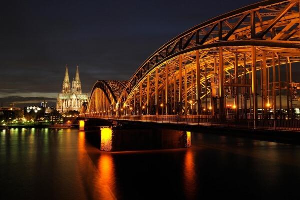 ドイツのケルンでの生活のコツ:生活費・携帯電話・インターネット・保険・銀行について